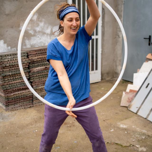 Aby – Australia Voluntaria que transmite su luz y su energía a través de talleres de baile de Hula Hop.